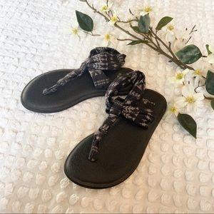 Sanuk black and gray yoga style flip flop